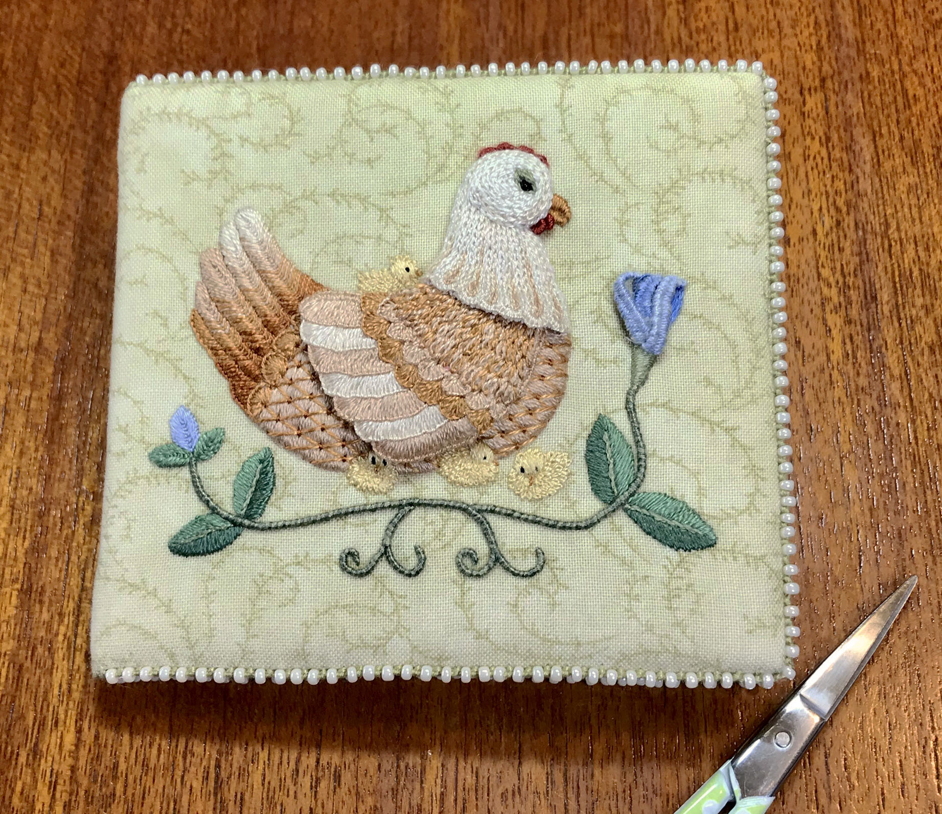 MOTHER HEN NEEDLE BOOK